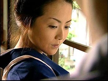 【ヘンリー塚本】四十路の美人家政婦が絶倫家族に雇われセックスのお世話までさせられてしまう。昭和の再現度が無駄にすごすぎw