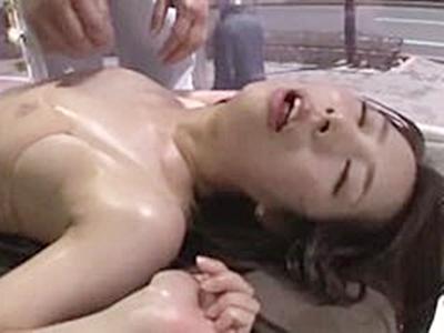 キメセクで白目向いてイキまくる人妻。媚薬飲まされてマッサージ中に乳首ピン立ち。肉棒をハメられて痙攣絶頂