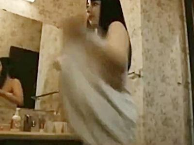 【芸能人お宝】柳ゆり菜「私の裸見たくないの?」ストーカー気質なJKが好きな男子の気を引こうとバスタオルを脱ぐシーン。