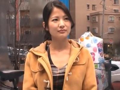 【アクメ自転車】可愛らしい28歳の専業主婦が電マとバイブで性欲発散。ジャバジャバ滝のような潮吹きがヤバイやつw