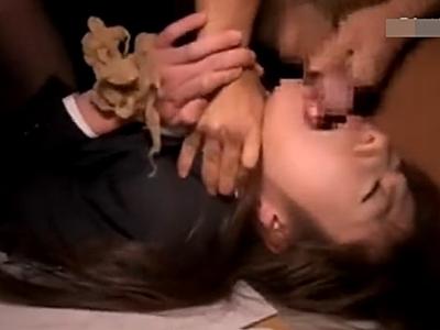 【OL輪姦】強姦魔集団の首締めイラマチオで恐怖を味わい無理やり犯された挙句一部始終をビデオに取られてしまった美熟女・・・