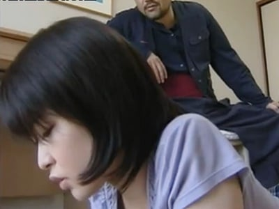 【ヘンリー塚本】オナニーを覚えたての少女。おじさんに犯され夢中で喘ぎ声を上げているところにまさかの乱入者・・・w